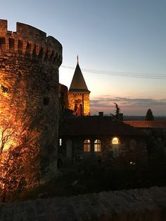 Sırbistan'ın başkenti Belgrad ta bulunan Kalemegdan dan bir fotoğraf. Kalemegdan adının Türkçe kökenli olduğunu biliyor muydunuz ? Fotoğraf @duyguse Belgrad'ı birde TuzBİBER ile keşfetmeye nedersiniz. Yazının tamamı www.tuzbiberdergisi.com da
