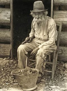 r/HumanPorn: High quality images of humans (not having sex). Old West Photos, Antique Photos, Vintage Pictures, Vintage Photographs, Old Pictures, Appalachian People, Appalachian Mountains, Mountain Man, Mountain Living