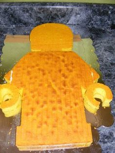 to Make a Lego Minifigure Birthday Cake How to Make a Lego Minifigure Birthday Cake I know a couple of big boys who would love this!How to Make a Lego Minifigure Birthday Cake I know a couple of big boys who would love this! Bolo Ninjago, Bolo Lego, Lego Ninjago Cake, Ninjago Party, Lego Birthday Party, Birthday Desserts, Birthday Cake Decorating, Cake Birthday, Birthday Ideas