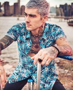 One direction members tattoos Zayn Mallik, Zayn Malik Pics, Zayn Malik Photoshoot, Zayn Malik Hairstyle, Penshoppe, S Shirt, Haircuts For Men, Bad Boys, Sexy Men