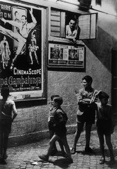 Herbert LIST :: The projector operator's break / Trastevere, Rome, Italy, 1953