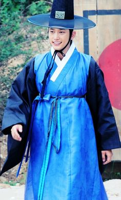 """Iljimae(Hangul:일지매;hanja:一枝梅;RR:Iljimae; literally """"One blossom branch"""") is a 2008 South Koreanperiod-action television series, starringLee Joon-giin the title role of Iljimae,Han Hyo-joo,Lee Young-ahandPark Si-hoo.It is loosely based on thecomic stripIljimae, published between 1975 and 1977, written by Ko Woo-young based onChinese folklorefrom theMing dynastyabout a maskedRobin Hood-esque character during theJoseon era.박시후"""