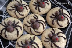Easy and fun Halloween spider cookies - CherylStyle