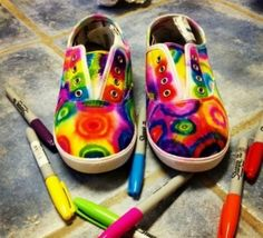 Show-Stopping Sharpie Tie Dye Shoes – Free Tutorial - Cretíque