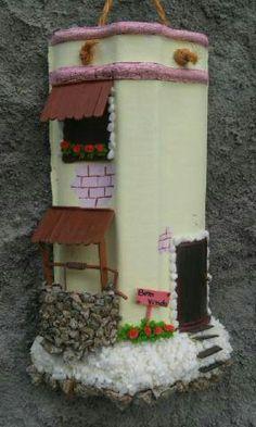 Telha decorada vom fachada e poço
