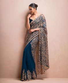 Saris are the most basic Indian wear outfit for women. Nowadays there are many ways to wear a saree. Here are 5 latest saree styles for women. Deepika Padukone, Sonakshi Sinha, Kareena Kapoor, Indian Bridal Outfits, Indian Dresses, Look Fashion, Indian Fashion, Fashion Edgy, Fashion Outfits