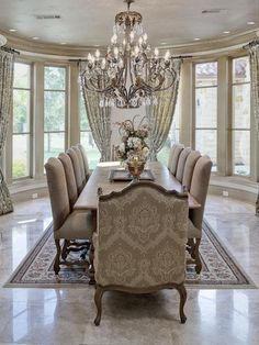 Elegant formal dining room ideas elegant dining room decor ideas home decor stores toronto Dining Room Decor Elegant, Luxury Dining Room, Beautiful Dining Rooms, Luxury Rooms, Dining Room Sets, Dining Room Design, Dining Room Chairs, Dining Room Furniture, Diningroom Decor