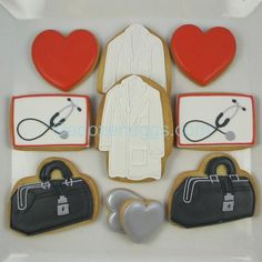 Medical cookies ~ perfect for my doctor husband and my Cardiology PA daughter! Cookies For Kids, Fun Cookies, Cupcake Cookies, Cupcakes, Decorated Cookies, Heart Cookies, Iced Cookies, Sugar Cookies, Cookie Designs