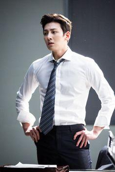 """[Drama] Ji Chang Wook looks dashing in suits in """"Suspicious Partner"""" May 2017 Ji Chang Wook Abs, Ji Chang Wook Smile, Ji Chang Wook Healer, Ji Chan Wook, Korean Star, Korean Men, Asian Men, Asian Actors, Korean Actors"""