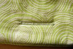 DIY: Stokke-tripp-trapp chair cushion Tuto : Un cousin pour chaise Stokke-tripp-trapp Chaise Stokke, Stokke High Chair, Tripp Trapp Chair, Chair Cushions, Cousins, Diy, Blog, Chairs, Baby Sewing Projects
