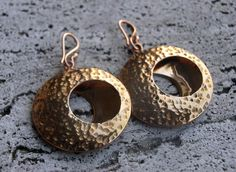 Brass earrings with circles and hammered effect!