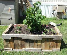 Pallet planter box - JUNKMARKET Style