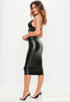 Long Leather Skirt, Black Leather Dresses, Sexy Outfits, Sexy Dresses, Looks Pinterest, Sexy Rock, Hobble Skirt, Belle Silhouette, Leder Outfits