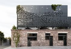 World Architecture Community News - DKO inserts a metal perforated 'floating' box on the existing heritage facade in Melbourne Architecture Metal, Architecture Renovation, Modern Architecture Design, Residential Architecture, Floating Architecture, Design Exterior, Facade Design, House Design, Modern Exterior