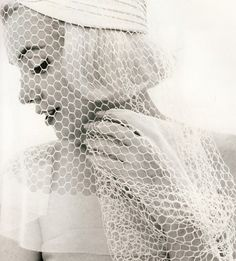 Marilyn Monroe #Wedding veil ... Wedding ideas for brides, grooms, parents & planners ... https://itunes.apple.com/us/app/the-gold-wedding-planner/id498112599?ls=1=8 … plus how to organise an entire wedding ♥ The Gold Wedding Planner iPhone App ♥