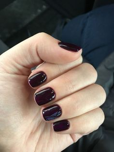 How to use nail polish? Nail polish on your friend's nails looks perfect, but you can't apply nail polish as you wish? You may get reduce nail polish probl Short Gel Nails, Long Nails, Black Nails Short, Short Nail Manicure, Black Cherry Nails, Gel Manicures, Short Nail Designs, Nail Art Designs, Cute Nails