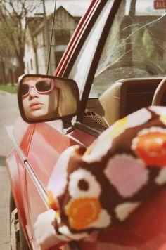 Al volante. Petra Collins, Tavi Gevinson #mirror #summer