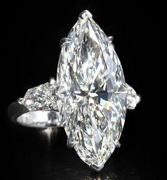 Bague femme en or blanc 18 carats et diamants #BagueFemme   #BijouxFemmes   #Bijou18carats   #BagueOr18carats