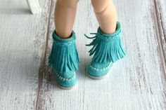 Blythe shoes Pullip Azone Boots Momoko Footwear Turquoise shoes Suede boots Leather boots ________________________________________________________________    Boots made of genuine suede turquoise color, the sole is made of rubber. This is the perfect size to Blythe with Pure Neemo S body and other similar dolls.  Shoe size: length 2.7cm (1.06), width 1.2cm (0.47)  The listing is for boots only. The doll and other accessories are not included
