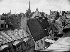 Vy över takåsarna mot sydost. Hotell och Restaurant Reisen. Skeppsbron 14, 1920-1960 Foto: Stockholms Företagsminnen