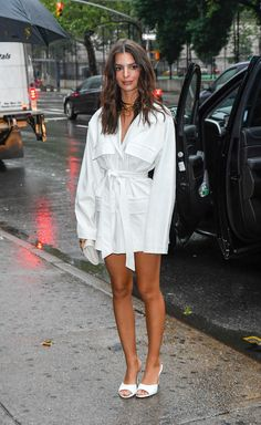4 New Autumn Shoe Trends VB, EmRata and Rosie HW Just Can't Get Enough Of 4 New Autumn Shoe Trends VB, EmRata and Rosie HW Just Can't Get Enough Of,Style celebrity shoe trends Emily Ratajkowski in white Steve Madden mules and a Nasty Gal belted dress Celebrity Style Casual, Celebrity Shoes, Celebrity Dresses, Celebrity Fashion Looks, Celebrity Closets, Celebrities Fashion, Look Fashion, Trendy Fashion, Girl Fashion