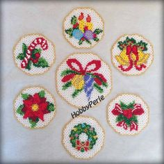Scheme in Italian for the making of shoes by birth with the technique of sewing of pearls (weaving Danish). You will receive the pattern once the payment. Christmas Perler Beads, Christmas Coasters, Christmas Star, Christmas Balls, Christmas Wreaths, Christmas Ornaments, Christmas Decorations, Beaded Banners, Star Flower