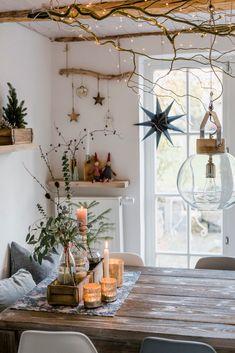 Christmas decorations and a quick DIY pomponetti Pot Mason Diy, Mason Jar Crafts, Diy Hanging Shelves, Diy Wall Shelves, Diy 2019, Christmas Diy, Christmas Decorations, Ideas Hogar, Winter Home Decor