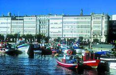 Ayuntamiento de A Coruña ha ampliado hasta el 13 de febrero el plazo para presentar propuestas al concurso de ideas para la reforma de la Dársena de La Marina.  (Enllave 09/01/2007)