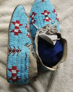 ... Northern Cheyenne Beaded Hide Moccasins-Trad itional Design-Montana Native American Moccasins, Native American Clothing, Native American Artwork, Native American Design, Native American Crafts, Native American Beadwork, American Indian Art, Native American Indians, Native Americans