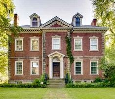 thefoodogatemyhomework:Historic Georgian revival style home in Detroit by Smith, Hinchman, and Grylls, c1907.