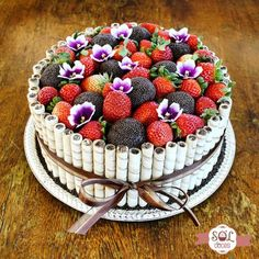 One more order delivered! Brigadeiro& cake with strawberries decorated with . Pretty Cakes, Cute Cakes, Beautiful Cakes, Amazing Cakes, Brigadeiro Cake, Kawaii Dessert, Mom Cake, White Wedding Cakes, Strawberry Cakes