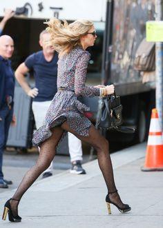 Карли Клосс на фотосессии в Нью-Йорке Диана фон Furstenburg 27.05.15