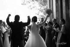 Saída da cerimônia.  Assessoria e cerimonial. Fale com a gente.  #casamento #noivos #pb