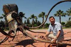 Antalya'da hurda metaller heykele dönüştü
