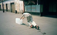 9-hour performance by the artist Francis Alys in which he pushed a block of ice around Mexico City until it melted away to nothing.