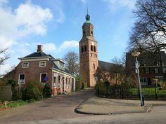 Eenrum, Groningen - Eenrum (Gronings: Ainrom) is een wierdedorp in de gemeente De Marne in de Nederlandse provincie Groningen. Tot 1990 was het dorp de hoofdplaats van de gelijknamige gemeente. In dat jaar werd het samengevoegd met de gemeenten Leens, Ulrum en Kloosterburen tot de gemeente Ulrum, later De Marne genoemd. Het dorp heeft 1.395 inwoners (2012).[1] Eenrum ligt aan het einde van het Eenrumermaar en is een beschermd dorpsgezicht.