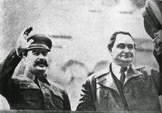 Iosif Stalin y Georgi Dimitrov en Moscú, imagen correspondiente al 1 de mayo de 1935