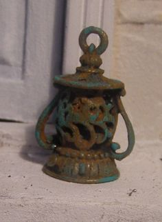 Rusty lantern, Dollhouse miniature, scale 1:12. €6.00, via Etsy.