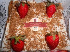 Strawberry millefeuille / glykesdiadromes.wordpress.com Strawberry, Bread, Wordpress, Food, Brot, Essen, Strawberry Fruit, Baking, Meals