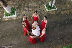Wedding photography funny bridesmaids wedding dress, Hacienda Teya Yucatán, México by Enrique Osorno