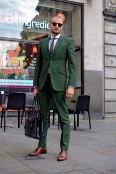 緑のスーツ。
