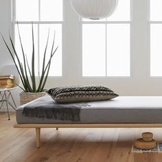 Midcentury Modern Daybed designed by George Nelson Modern Daybed, Modern Bench, Vintage Furniture, Home Furniture, Furniture Design, Ikea Kura Bed, Daybed Design, Diy Daybed, Diy Couch