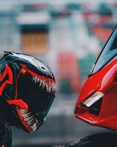 More pins of bike comming bike Futuristic Motorcycle, Motorcycle Style, Custom Motorcycle Helmets, Ducati Motorbike, Racing Motorcycles, Bike Photoshoot, Xmax, Motorcycle Photography, Racing Helmets