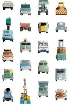 Werkauto behang Studio Ditte Behang voor kleine en grote jongens die dol zijn op stoere graafmachines, takelwagens en brandweerauto's. Met deze oude autootjes is veel gespeeld in de zandbak en op straat. De gehavende werkauto's geven een gaaf vintage gevoel aan je kamer.