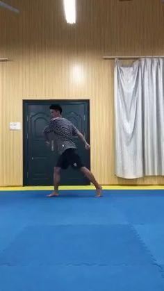 Fight Techniques, Martial Arts Techniques, Self Defense Techniques, Self Defense Moves, Self Defense Martial Arts, Mixed Martial Arts Training, Martial Arts Workout, Gym Workout Videos, Kickboxing Workout