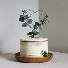 This Eucalyptus Wire Wedding Cake Topper is just one of the custom, handmade pieces you'll find in our cake toppers shops. Monogram Cake Toppers, Rustic Cake Toppers, Vintage Cake Toppers, Bolo Floral, Floral Cake, Cake Simple, Heart Wedding Cakes, Cake Wedding, Wedding Shoes