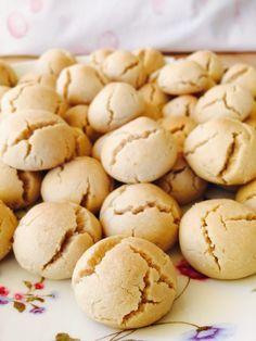 Ağızda dağılan kurabiye sevenlerdenseniz bu tarifi mutlaka denemelisiniz :) Kurabiyenin yapımı çok kolay, yemesi de çok zevkli :) Malzemeler 1 su bardağı tahin 1 su bardağından bir parmak eksik sıvıyağ 1 su bardağı pudra şekeri 1 paket vanilya 1 paket kabartma tozu 3,5 – 4 su bardağı un İnce çekilmiş ceviz içi Yapılışı Geniş bir …