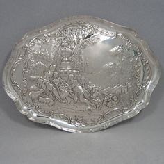 Antique Edwardian sterling silver dressing table tray made by William Comyns of London in 1907. Length 31 cms, width 23 cms. Weight approx. 11 troy ounces.