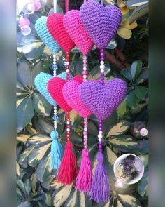Diy Wall Decor For Bedroom, Craft Room Decor, Cute Crochet, Crochet Toys, Knit Crochet, Crochet Wall Hangings, Crochet Home Decor, Heart Crafts, Crochet Mandala