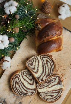 Cozonac fara framantare cu nuci și cacao Sweet Bread, Sweet Tooth, Sweets, Desserts, Bun Bun, Bakery Business, Kitchens, Fine Dining, Tailgate Desserts